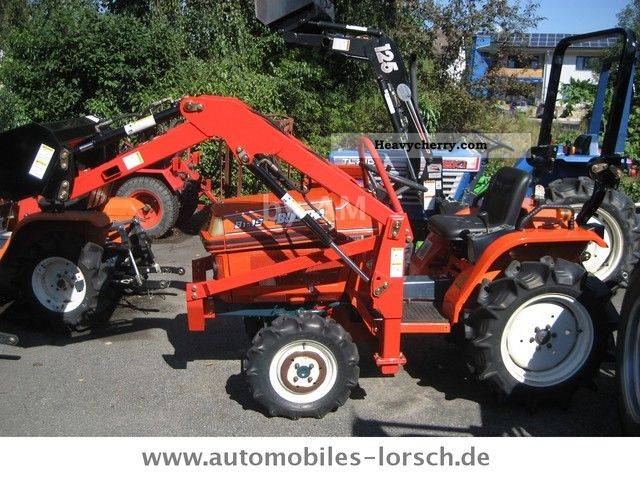 2012 Kubota  B1 - 15 4x4 - 3 cylinders Agricultural vehicle Farmyard tractor photo