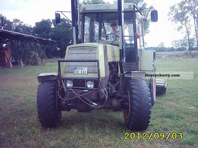 1992 Fortschritt  323 A Agricultural vehicle Tractor photo