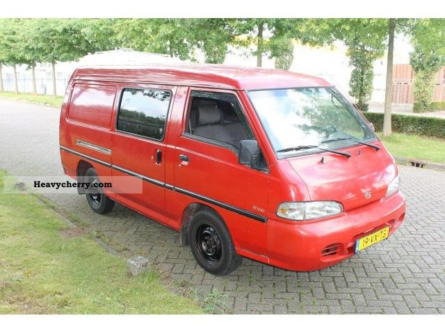 2001 Hyundai  H 100 2.5 TD 244/2860 bj: 2001 / dubb.cabine Van or truck up to 7.5t Box-type delivery van photo