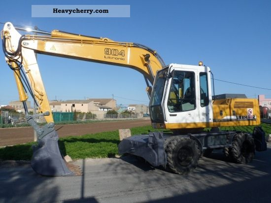 2003 Liebherr  904 Litronic Construction machine Mobile digger photo