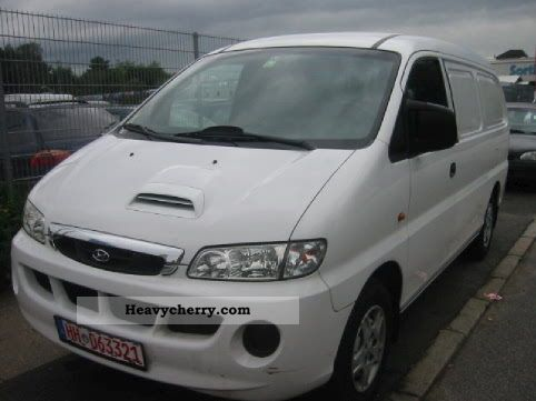2003 Hyundai  H 1, Clean, SV, ZV, EFH, hitch! Van or truck up to 7.5t Box-type delivery van photo