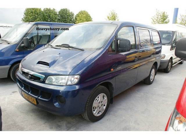 2003 Hyundai  H 200 2.5 TDI KWB Van or truck up to 7.5t Box-type delivery van photo