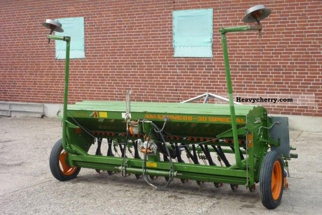 1995 Amazone  D8 30 Special Agricultural vehicle Seeder photo
