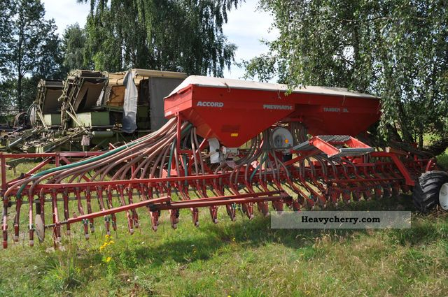 2012 Accord  Pneumatic Tandem DL Agricultural vehicle Seeder photo