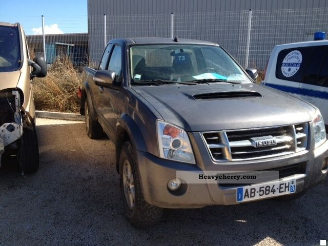2009 Isuzu  D-MAX 3.0 L AUTOMATIC Van or truck up to 7.5t Stake body photo
