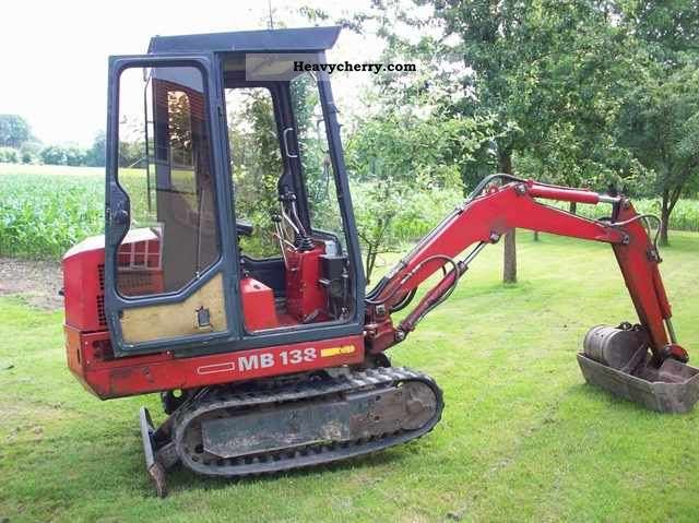 1992 Gehl  138 MB ready for use Construction machine Mini/Kompact-digger photo
