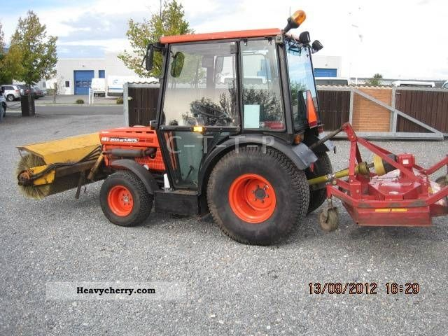 2012 Kubota  8200 Turbo / front brush - Mower Agricultural vehicle Tractor photo