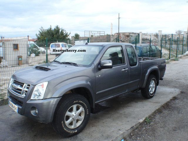 2009 Isuzu  D-MAX 3.0 L Van or truck up to 7.5t Stake body photo