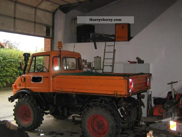 1981 Unimog  406 Truck over 7.5t Three-sided Tipper photo