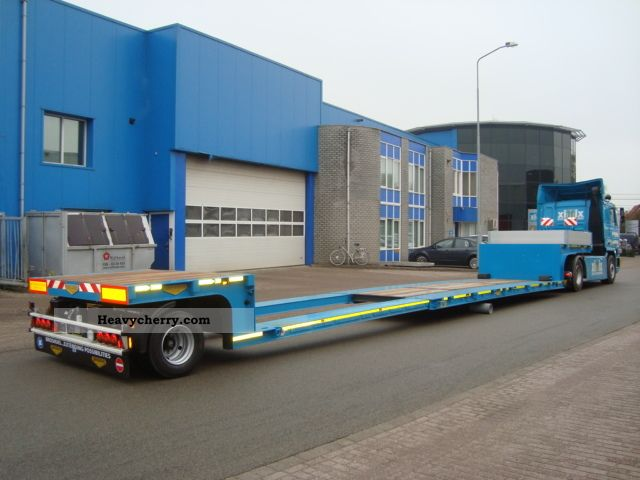 2011 Broshuis  1-axis telescoping tieflader Semi-trailer Low loader photo
