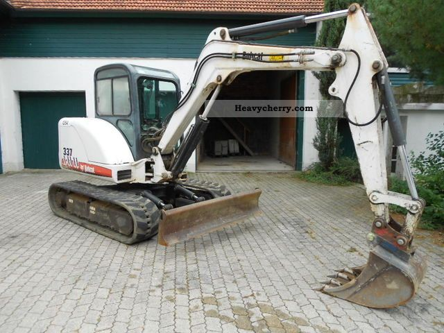2004 Bobcat  337 Year: 2004 5.1 tons, technically top, 2731Bh Construction machine Mini/Kompact-digger photo