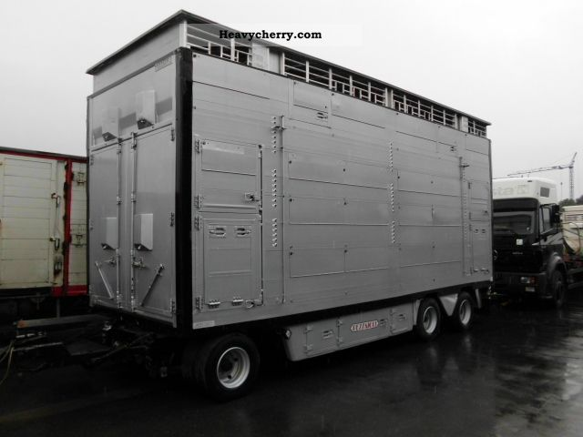 2002 Pezzaioli  Livestock trailer with 3 floors and 7,80 m body length Trailer Cattle truck photo