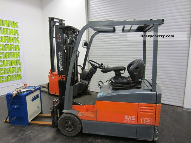 2004 Toyota  7FBEF15 Forklift truck Front-mounted forklift truck photo