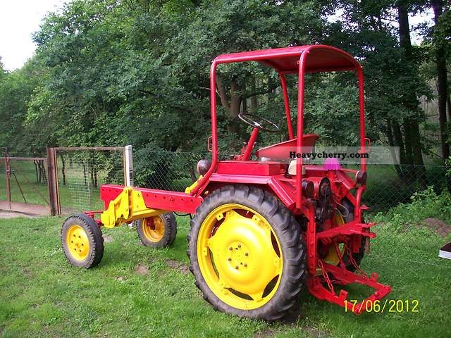2012 Fortschritt  GT 124 Agricultural vehicle Tractor photo