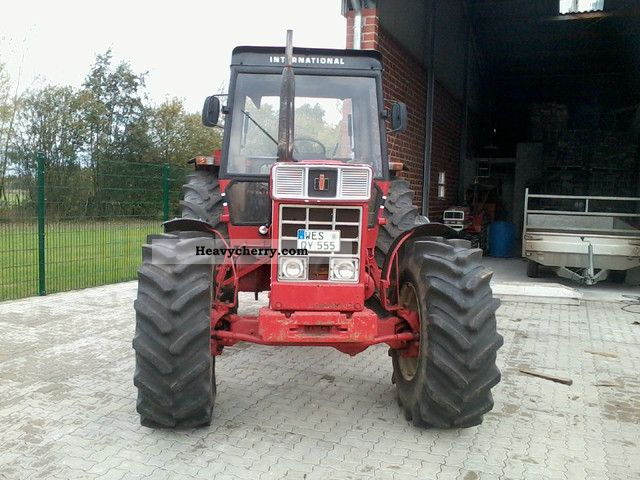 1977 IHC  1055 Agricultural vehicle Tractor photo