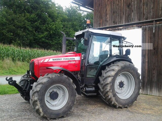 2005 Agco / Massey Ferguson  4455 Agricultural vehicle Tractor photo