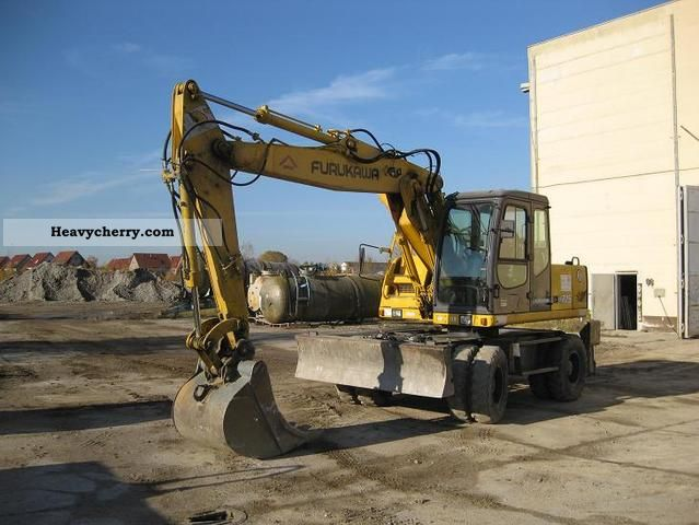 1995 Furukawa  W 725 LS Construction machine Mobile digger photo