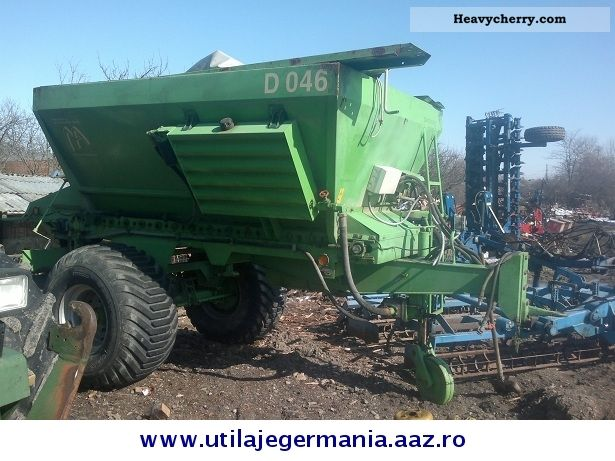 2000 Amazone  Gustrow Agricultural vehicle Fertilizer spreader photo