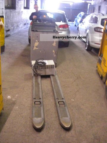 2006 Still  ESU EXU-S-24 with charger - 2 pallets Forklift truck Low-lift truck photo