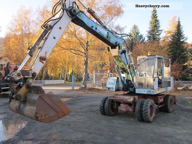 1981 Fuchs  712 wheel excavator bucket grave spoon Construction machine Mobile digger photo