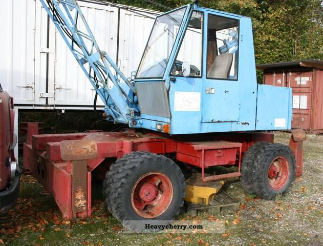 1980 Fuchs  F 110 Construction machine Mobile digger photo