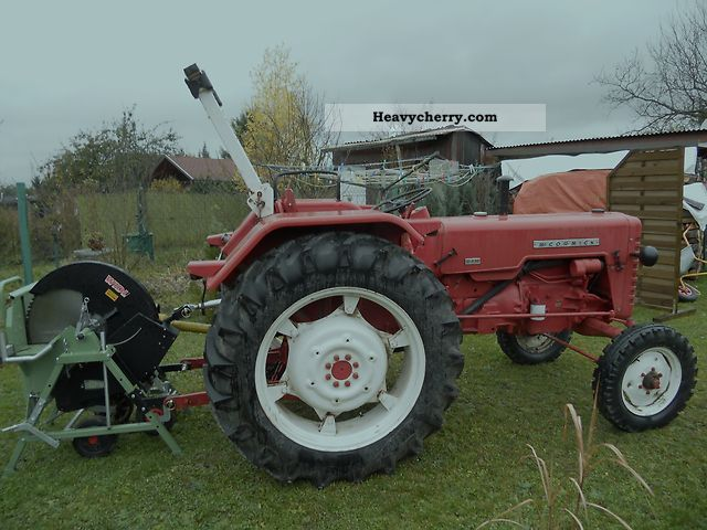 1962 McCormick  D-436 Agricultural vehicle Tractor photo