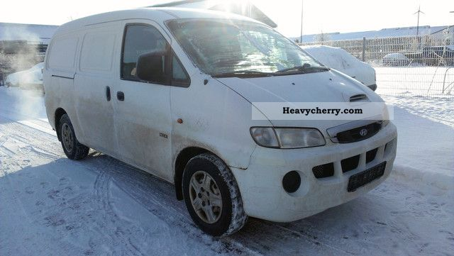 2004 Hyundai  H 1 2.5 CRDi truck TÜV Approval 05/2014 Van or truck up to 7.5t Box-type delivery van photo