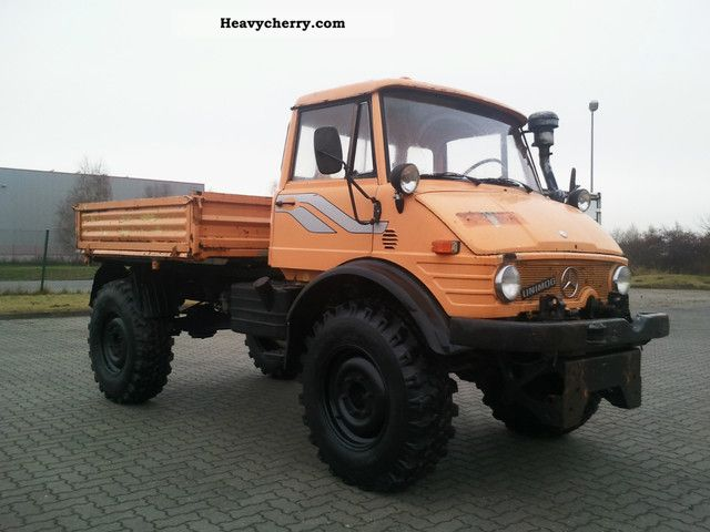 1982 Unimog  406 200 4x4 tipper with Randstreifenmäher Van or truck up to 7.5t Three-sided Tipper photo