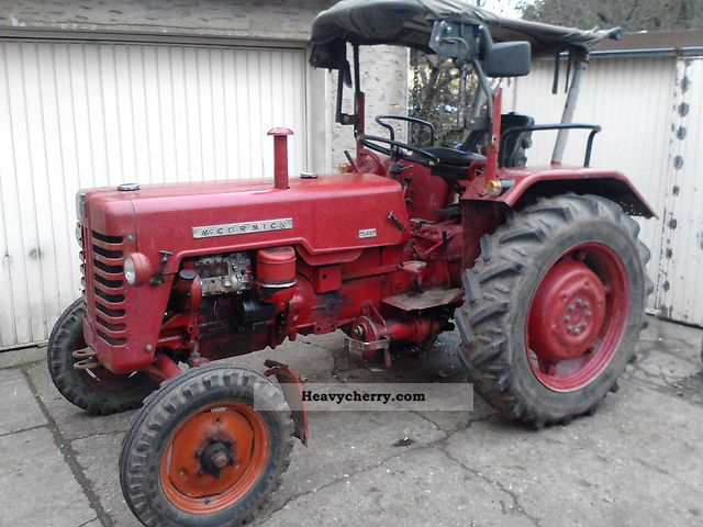 1962 McCormick  D430 Agricultural vehicle Tractor photo